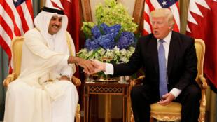 O Emir do Qatar com o presidente americano, Trrump, a 21 de maio de  2017, em Riad.