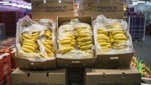 La banane en provenance de Guadeloupe sur le marché de Rungis, en banlieue parisienne.