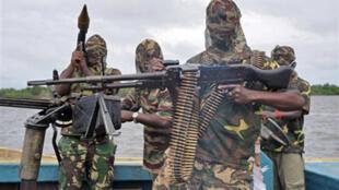 Des combattants du Mend (Mouvement pour l'émancipation du Delta du Niger) principal groupe armé du sud pétrolifère du pays.
