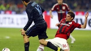 AC Milan's Andrea Poli (R) challenges Inter Milan's Mateo Kovacic at the San Siro stadium in Milan on 19 April, 2015