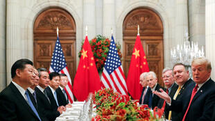 Le président chinois Xi Jinping et son homologue américain Donald Trump face-à-face, le 1er décembre 2018 à Buenos Aires.