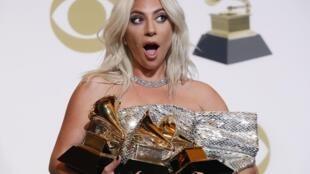 Lady Gaga con sus premios Grammy, este 10 de febrero de 2019 en Los Angeles, California.