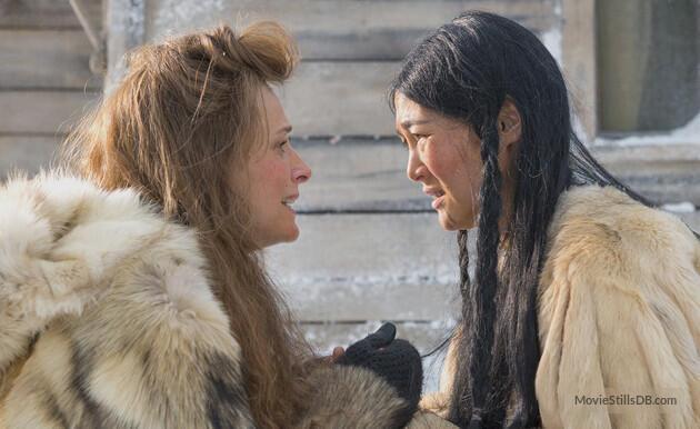 "As atrizes Juliette Binoche (à esq.) e Rinko Kikuchi, em cena de ""Ninguém Quer a Noite"", de Isabel Coixet, que abre o festival."