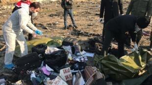被伊朗击落的乌克兰航班残骸现场资料图片