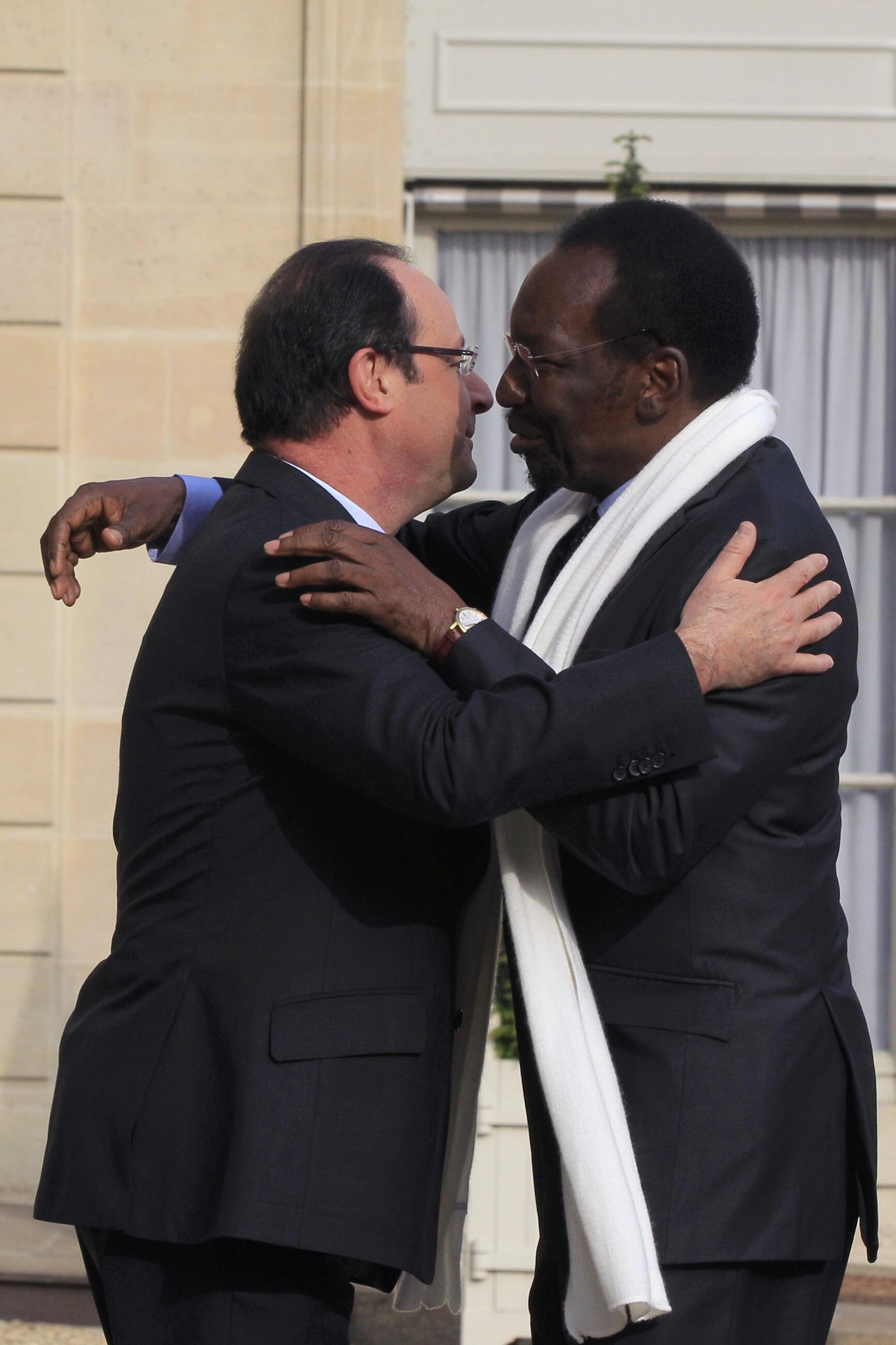Президент Франции Ф.Олланд и президент Мали Д.Траоре 17 мая 2013 в Париже