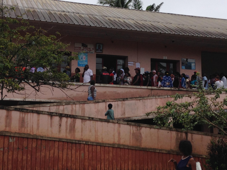Esta manhã, eram muitos os eleitores a fazerem longas filas para poderem votar.