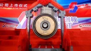 Ảnh chụp trước khi diễn ra lễ niêm yết giá của loạt công ty đầu trên thị trường STAR Market, Thượng Hải, ngày 22/07/2019.