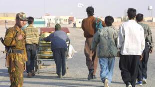 Suite à la crise économique iranienne, les travailleurs afghans quittent l'Iran de leur propre gré pour rejoindre leurs familles.