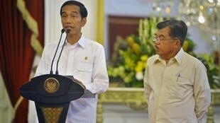 O presidente da Indonésia, Joko Widodo (esq.), está inflexível quanto à execução das 11 pessoas condenadas à morte no país