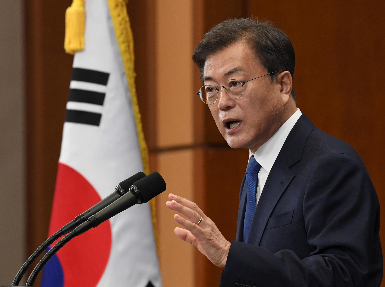 2020-05-10T033117Z_7328063_RC2FLG9HJMUO_RTRMADP_3_SOUTHKOREA-POLITICS-MOON