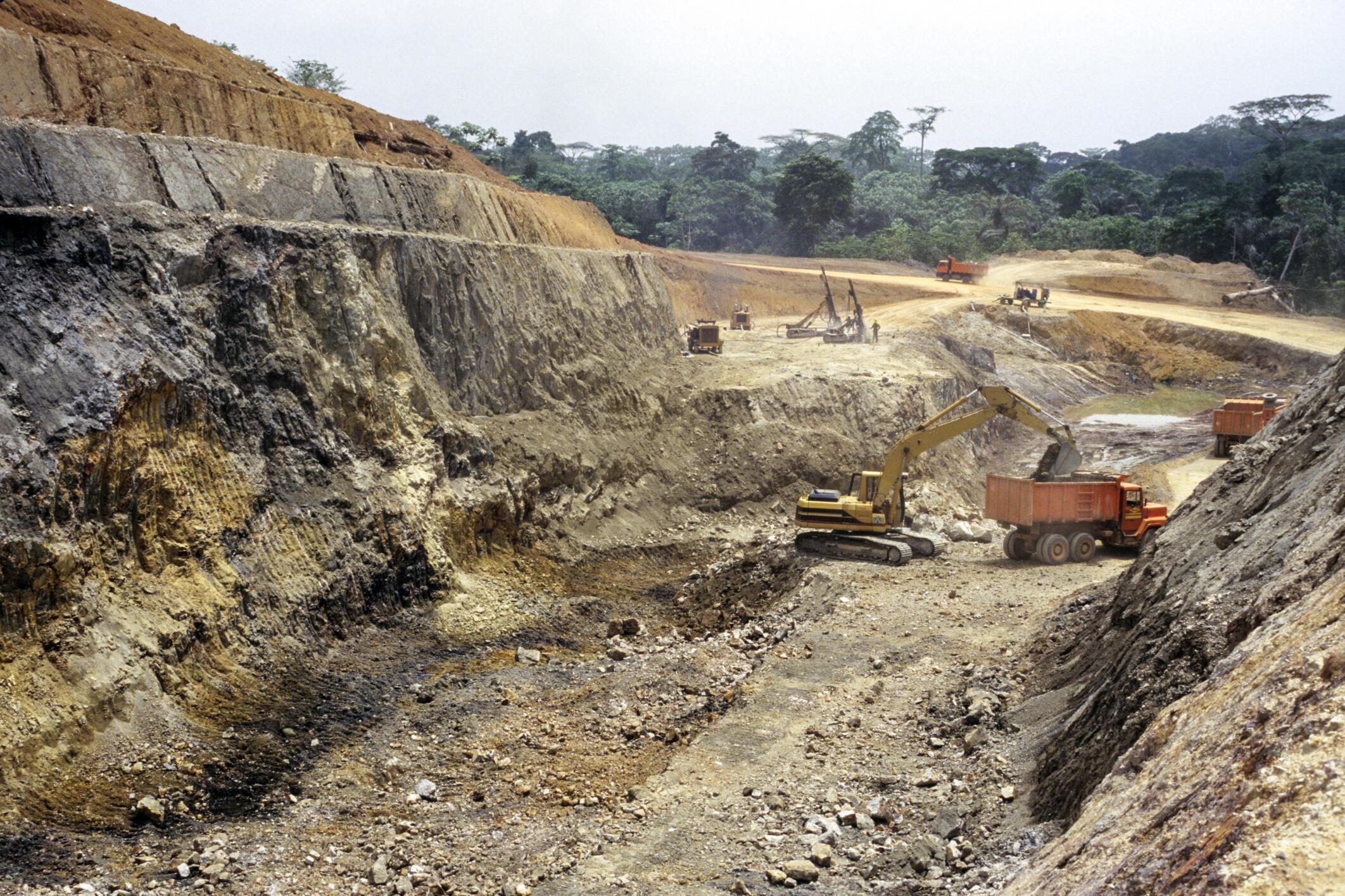 Une mine d'or à ciel ouvert de Côte d'Ivoire.