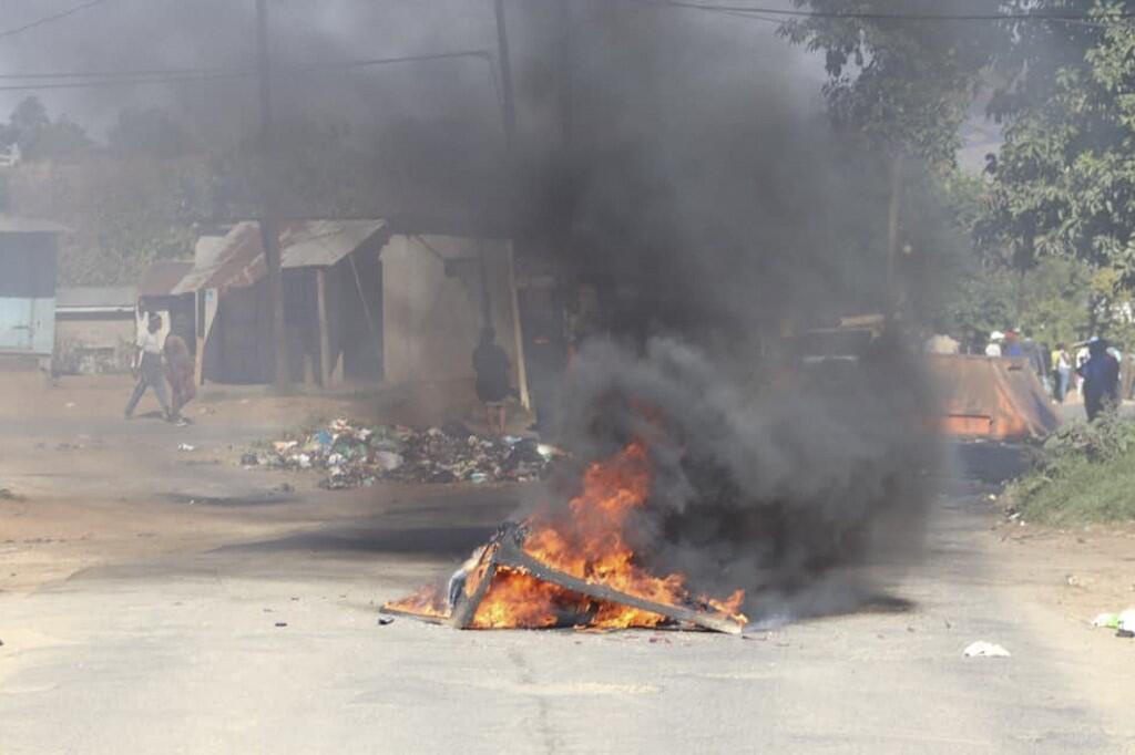 barricade eswatini swaziland manifestations