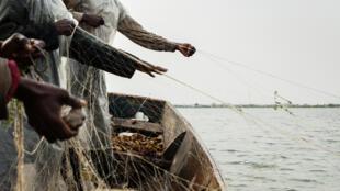 Pêcheurs d'un village vitshumbi sur le Lac Edouard, en RDC