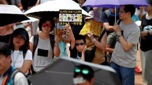 Các gia đình tham gia cuộc tuần hành tại quảng trường Edinburg Hồng Kông ngày 10/08/2019.