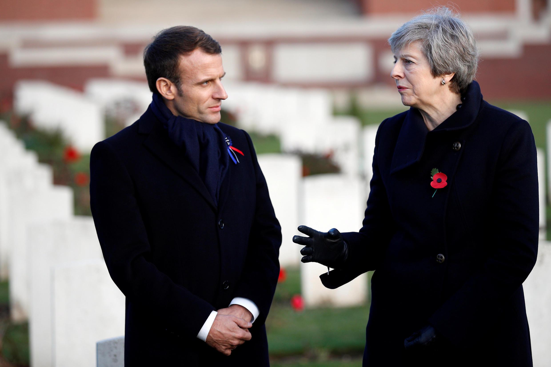A primeira-ministra britânica Theresa May e o presidente francês Emmanuel Macron em visita ao Memorial de Thiepval, 9/11/2018