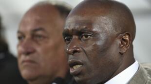Le sélectionneur ivoirien François Zahoui lors du match amical contre la Libye à Abou Dhabi, le 16 janvier 2012.