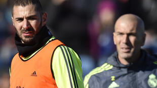 Karim Benzema, photographié en compagnie de son entraîneur au Real Madrid, Zinédine Zidane, en janvier 2016.