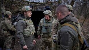 2021-04-08T173835Z_2020132452_RC2TRM9A8K7U_RTRMADP_3_UKRAINE-CRISIS-EAST-ZELENSKIY