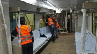Aménagement d'un wagon de voyageurs construit dans la nouvelle usine de trains d'Alstom, inaugurée tout récemment en Afrique du Sud.