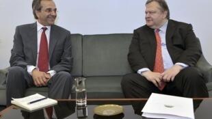 O líder conservador grego,  Antonis Samaras, e o líder socialista do Pasok, Evangélos Vénizelos, em encontro em Atenas.
