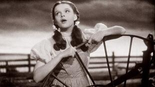 Somewhere Over The Rainbow - Judy Garland 1939