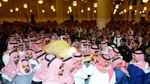 Tang lễ của quốc vương Abdallah tại đền thờ hồi giáo Imam Turki, ở Riyad - AFP /HO/SPA