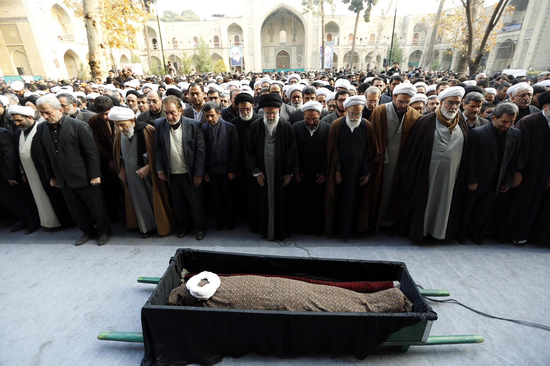 اقامه نماز میت توسط رهبر جمهوری اسلامی بر جنازه آیتالله مجتبی تهرانی. تهران - پنجشنبه ١٤دی/ ٣ ژانویه ٢٠١٣