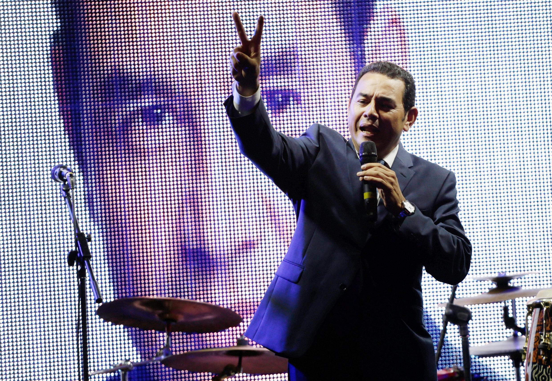 Com mais de 80% das urnas apuradas, o ator cômico Jimmy Morales vence 1° turno de eleição presidencial na Guatemala.