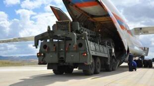 图为7月12日,俄罗斯向土耳其交付第一批S-400导弹。
