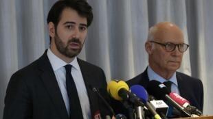 Antonin Lévy (à gauche) est l'avocat de François Fillon. Pierre Cornut-Gentille est celui de sa femme, Penelope. Les deux avocats ont donné une conférence de presse à Paris, le 9 février 2017.