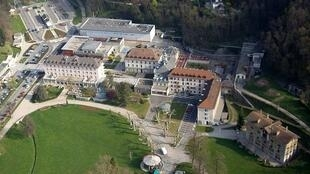 An aerial photo of the Uriage-les-Bains casino, 2007