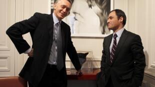 Дидье Мартэн, адвокат Франсуазы Беттанкур-Мейерс (слева) и его коллега, представляющий интересы владелицы L'Oréal, Паскаль Вилельм, после слушаний дела в Париже 06/12/2010