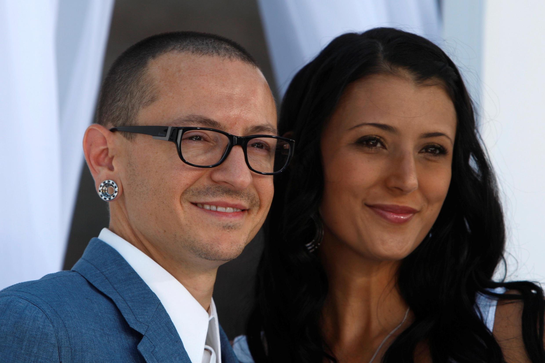 林肯公园主唱Chester Bennington和妻子Talinda2012年近照