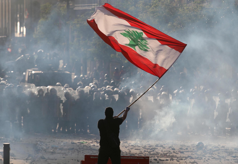 В ходе столкновений демонстрантов и сил правопорядка в столице Ливана Бейруте пострадали 728 человек