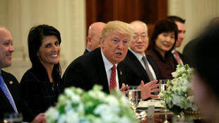 Tổng thống Mỹ Donald Trump tiếp đại sứ các thành viên Hội Đồng Bảo An Liên Hiệp Quốc tại Nhà Trắng, Washington, ngày 24/04/2017