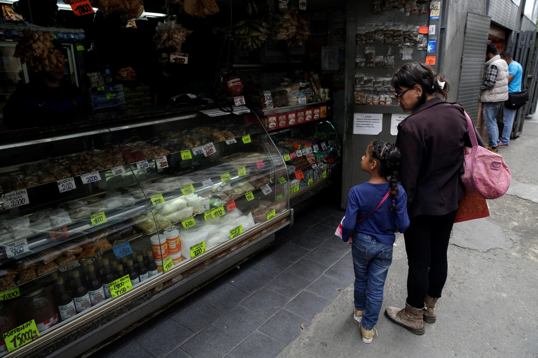 Giá thực phẩm ở Venezuela nằm ngoài tầm với của nhiều người dân.