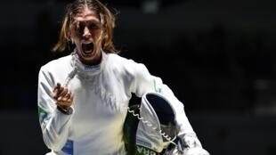 Nathalie Moellhausen, de 33 anos, ganhou seu primeiro título mundial de esgrima, um título que abre caminho para as Olimpíadas de Tóquio .