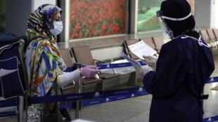کلیۀ افرادی که مسافرت آنان به ایران اجتناب ناپذیر است، باید هنگام تسلیم تقاضای ویزا، گواهینامۀ نتایج منفی تست تشخیصی کرونا را ارائه دهند.