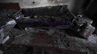 叙利亚一座遭政府军轰炸的民宅