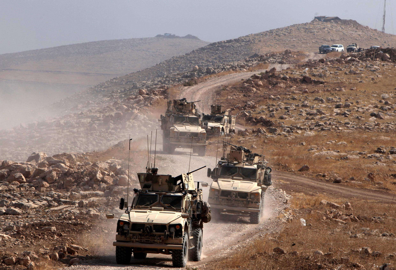 Blindados das tropas da coalizão International se aproximam de Mossul