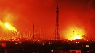 A explosão na refinaria de Amuay, na Venezuela, deixou 19 mortos na madrugada deste sábado.