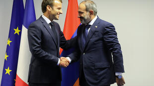 Никол Пашинян (справа) и Эмманюэль Макрон встретились в Брюсселе в среду, 11 июля.