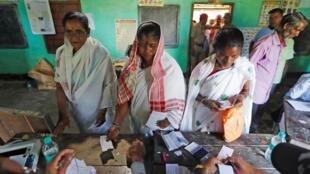 印度举行第17届国会下院大选第一阶段投票。