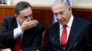 Le Premier ministre israélien Benyamin Netanyahu aux côtés de son ministre des Affaires étrangères Israel Katz le 27 octobre 2019.