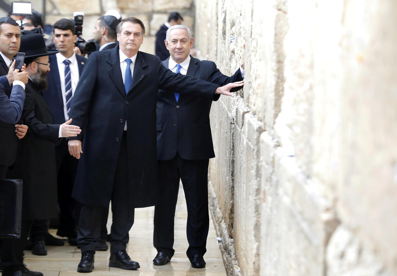 Jair Bolsonaro e Benjamin Netanyahu diante do Muro das Lamentações, ponto alta da visita do líder brasileiro.