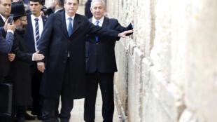 Los dirigentes extranjeros evitaban hasta ahora aparecer junto a un dirigente israelí ante el Muro de las Lamentaciones para evitar tomar posición en el conflicto israelopalestino.