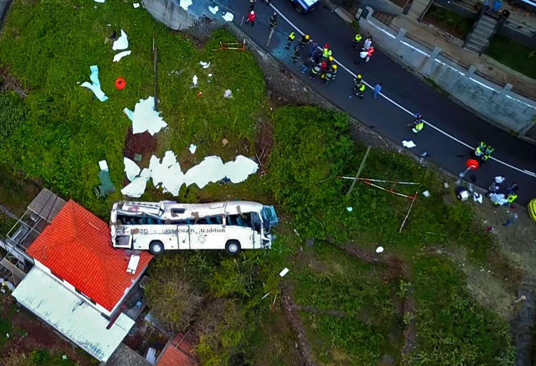 Madeira: imagem de drone do autocarrro que se despenhou numa ravina e causou a morte de 29 turistas alemães a 17/04/2019