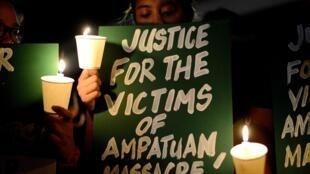 Cérémonie d'hommage le 23 novembre 2014, à la mémoire des victimes du massacre de Maguindanao, en 2009 aux Philippines.