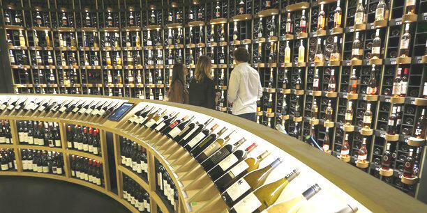 Rượu vang Pháp là nạn nhân kép của chính quyền Mỹ Donald Trump và dịch Covid-19.