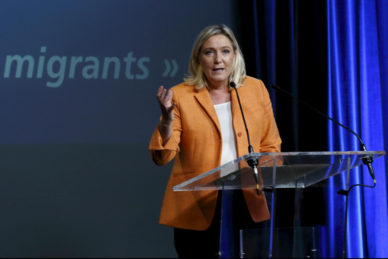 Marine Le Pen, présidente du Front national, en campagne à Calais, le 2 octobre 2015.